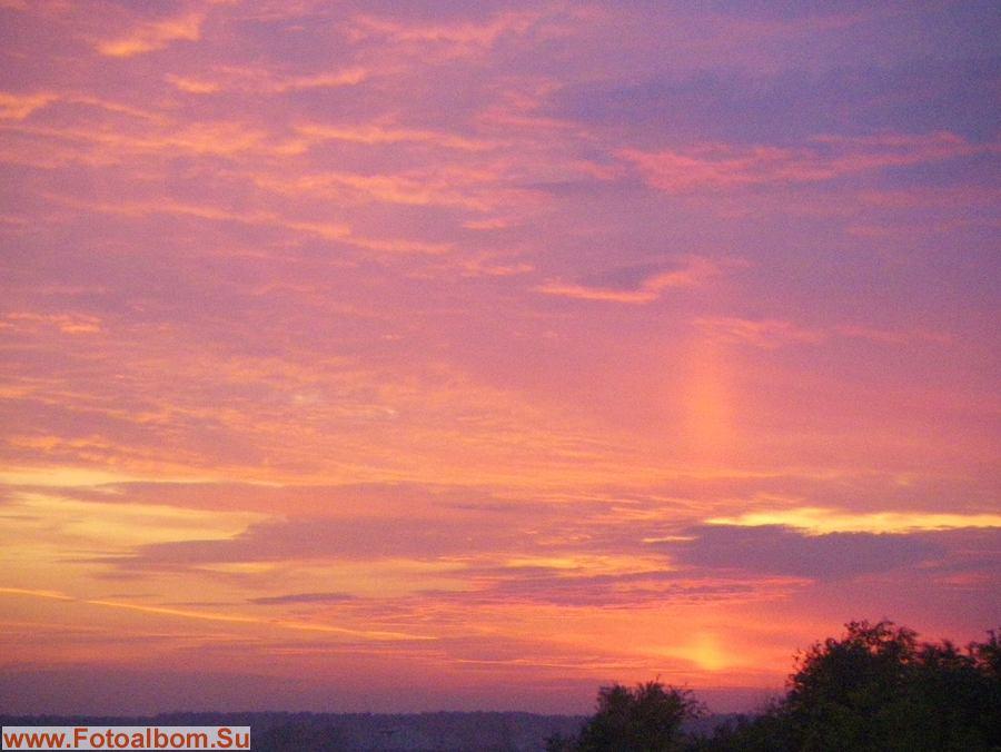 Выкидывая «свечку»  - столб солнечного света из за облаков