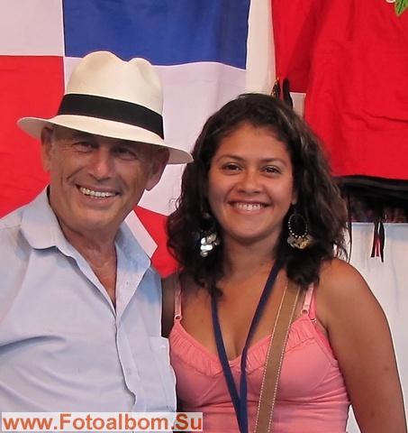 Слева-автор .Павильон Панамы.