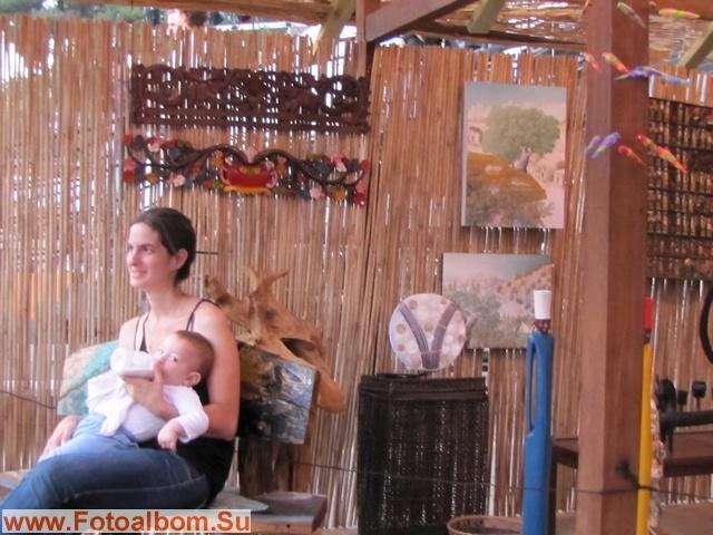 Без отрыва от производства.Мама-гид павильона Сальвадора