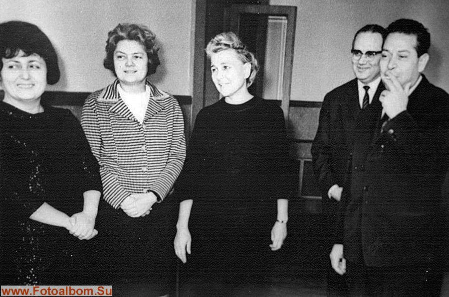 В центре Е.Фурцева и Л.Ильина с делегацией министерства культуры Болгарии