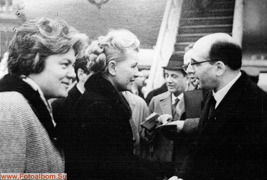 Л.Ильина и Е.Фурцева перед полетом в Польшу