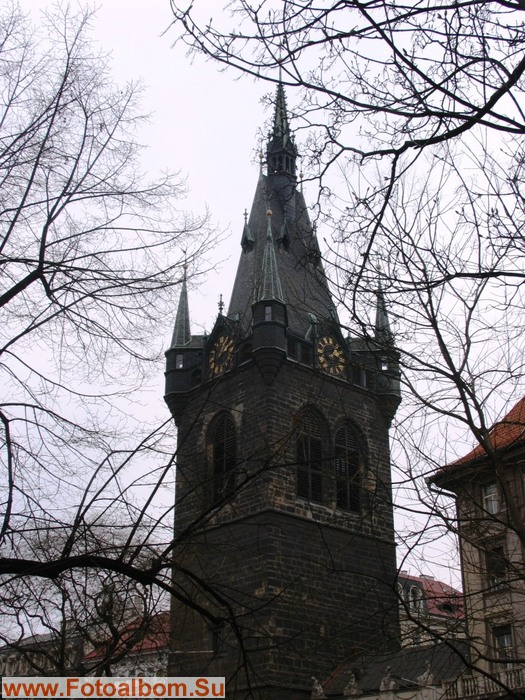 Новоместская ратуша.  Сохранилась со времен Средневековья. Это символ Старого