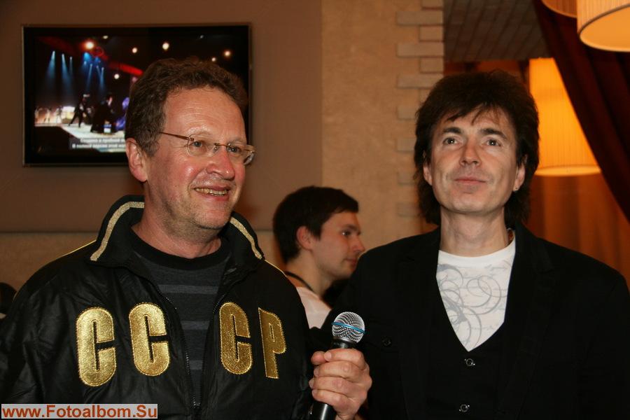 Ведущий чемпионата  Олег Назаров  и член жюри, артист эстрады Геннадий Ветров