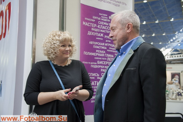Организатор выставки Светлана Пчельникова с Андреем Макаревичем