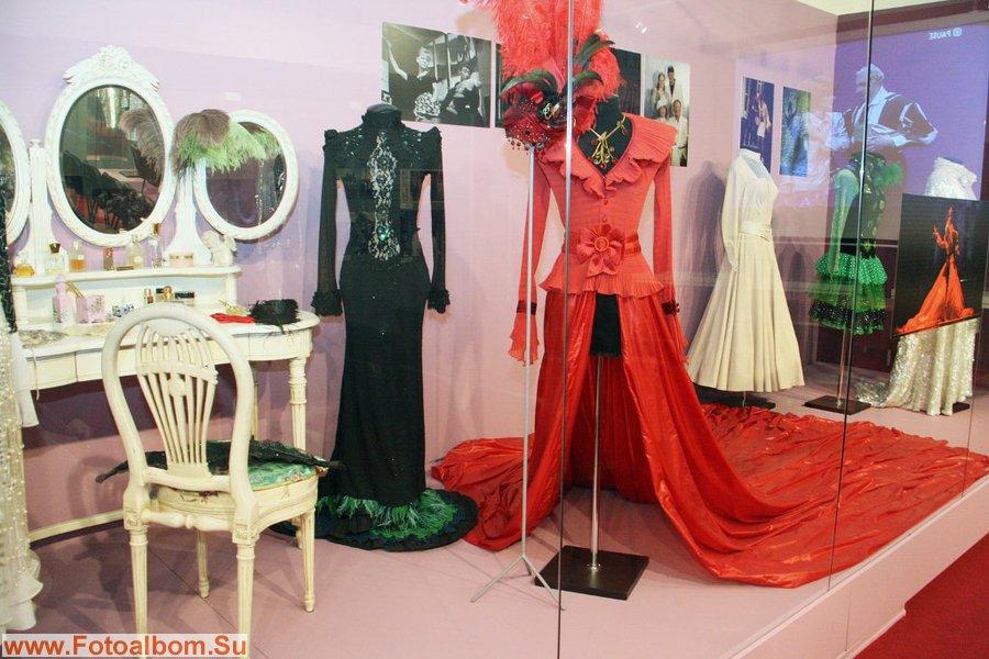 В красном платье Людмила Марковна  снималась в своем последнем спектакле «Паб»