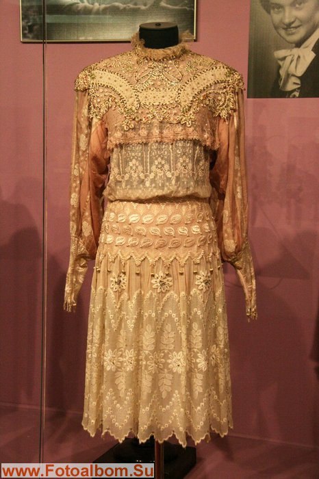 Как бы хорошо не было готовое платье, Людмила Марковна всегда вносила в него