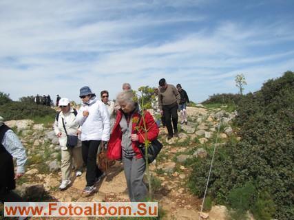 Небольшие спуски с тропы удобны для туристов всех возрастов