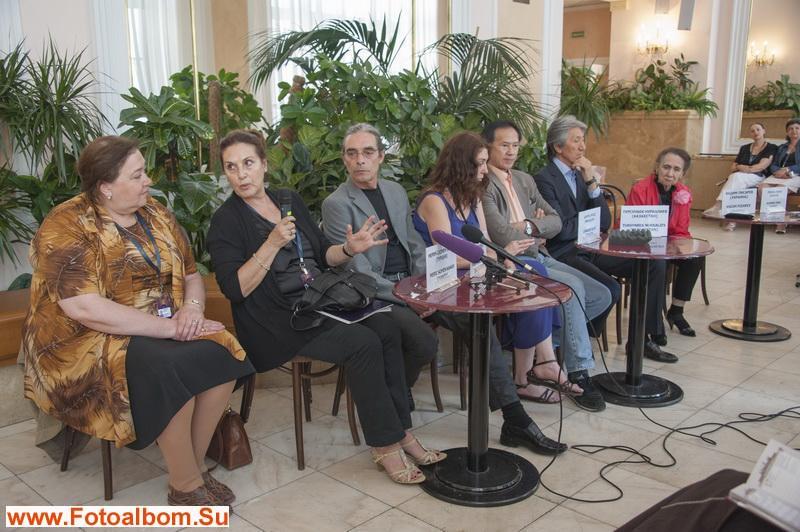 Один из моментов пресс-конференции