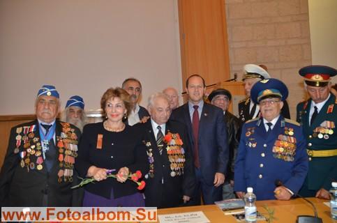 Министр Софа Ландвер и мэр города Нир Баркат  среди участников праздника