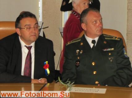 Посол Украины в Израиле Г .Недоленко (слева)