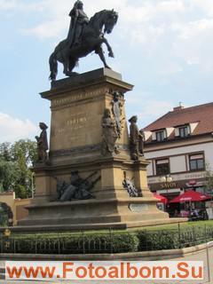 Статуя короля Иржи