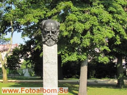 Скульптура композитора Дворжака